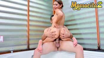 Porno com gostosa rabuda dando no motel