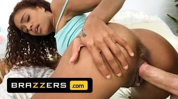 Filme porno brazzers novinha negra fudendo